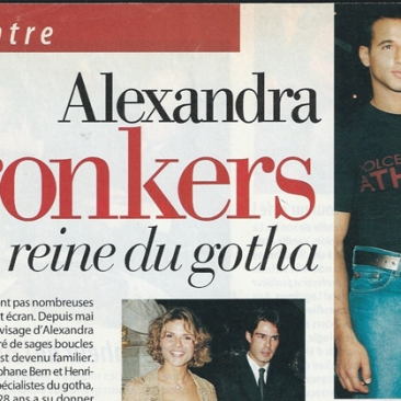 Alexandra Bronkers monte les marches